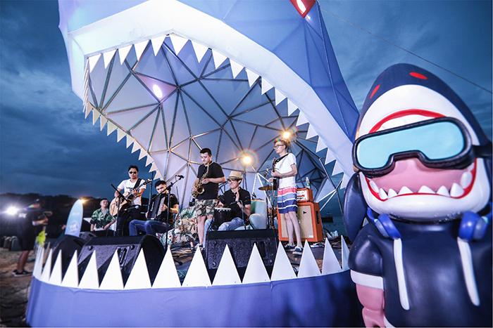 鲨滩造乐节舞台