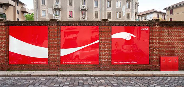 意大利可口可乐白色手臂户外广告