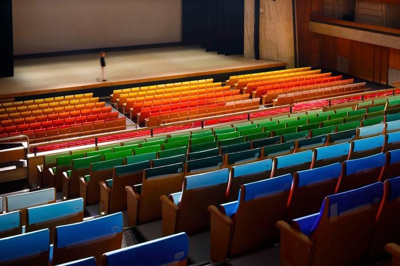 今治色彩展示装置的1000种不同色调