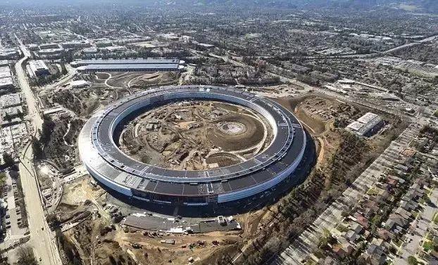苹果新总部太空飞船